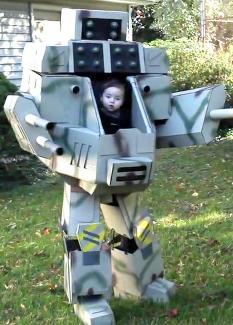 Se hva Geraint (6 mnd) fikk av pappa til Halloween
