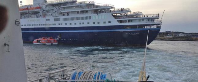 Cruiseskip har g�tt p� grunn i Lofoten, redningssk�yte pr�ver � dra det l�s