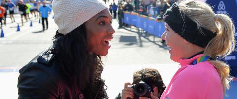 Her gr�ter Serena for tennisvenninnen Caroline