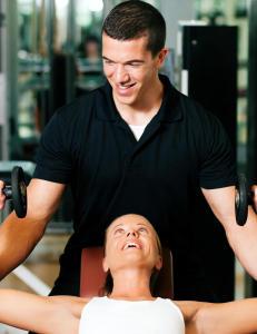 Mange eller f� repetisjoner, tunge vekter eller egen kroppsvekt?