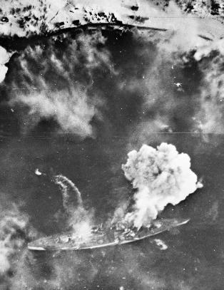 En unik historie om krigsskipet som l� og ventet p� � bli bombet