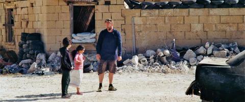 Nordmenn bak falsk video av syrisk gutt som redder jente fra kuleregnet