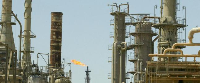 IS-oppr�rere nedkjempet ved oljeraffineri