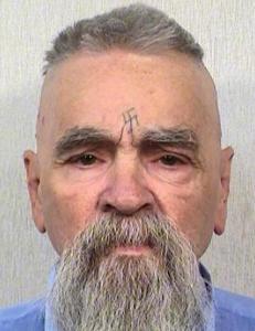 Seriemorder Charles Manson (80) gifter seg med kvinne (26)