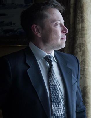 Store problemer for Tesla: M� fly inn 300 motorenheter i uka til Norge