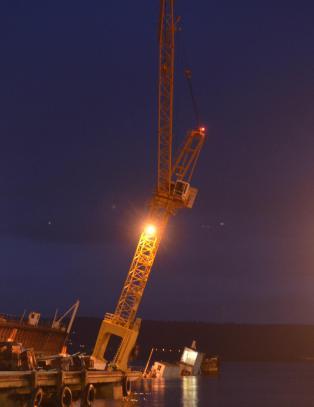 30 meter h�y kran holder p� � velte i Drammen
