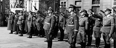 Seri�st og overbevisende om den perfekte nazist