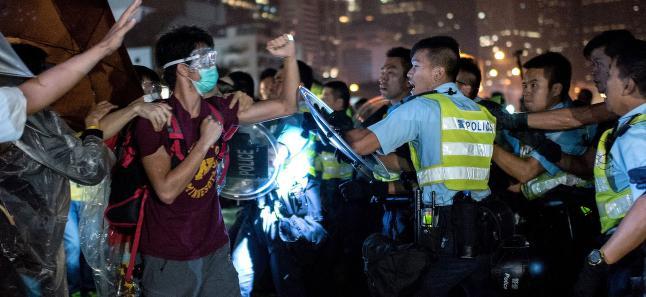 Oppr�rssider i Hongkong bombardert med 500 gigabit data - i sekundet