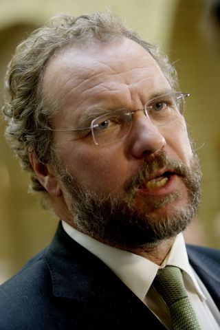 KRITISK: Lars Sponheim var i 2004 med p� � gi penger til Human Rights Service, men han likte det ikke. FOTO: SCANPIX