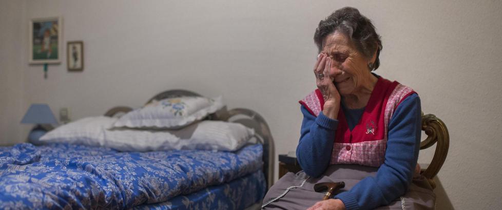 Carmen (85) ble kastet ut av leiligheten med tvang. N� f�r hun nytt hjem av den lokale fotballklubben