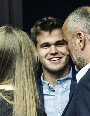 Carlsen avsl�rte sine hemmelige hjelpere