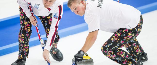 Curlinggutta kopierte l�rdagens �pningsdag i EM