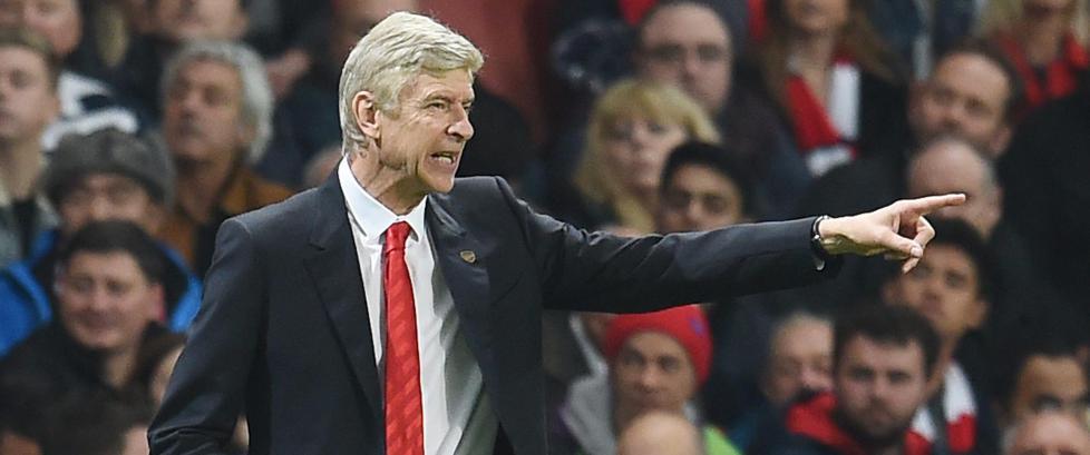 Arsenal-eier hevder Wenger hemmer klubben