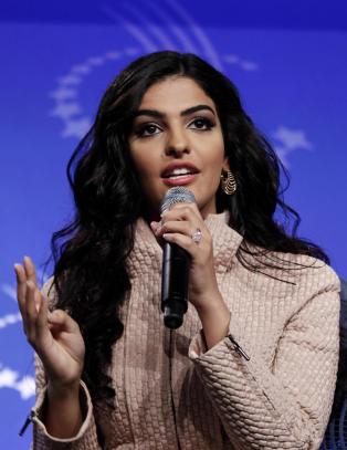 Som kona til en av Saudi-Arabias rikeste ble hun fraktet med privatsj�f�r overalt