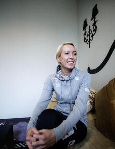 Katrine Lunde ble gravid. Gy�r svarte med � halvere l�nna