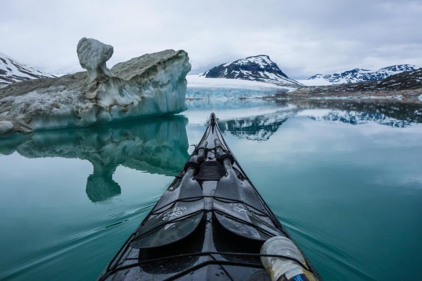 tema padler rundt med kamera pa hodet na gar bildene fra norskekysten verden rundt
