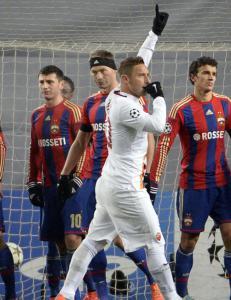 Totti forbedret sin egen rekord da CSKA sn�t Roma for seieren i siste sekund