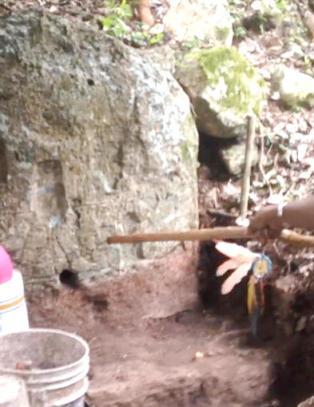 Denne jordhaugen skjuler en 2000 �r gammel maya-bygning