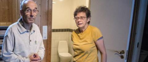 Svein (68) og Reidun (64) gjemte seg p� badet i fem timer