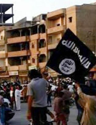 - Minst 30 luftangrep mot Raqqa
