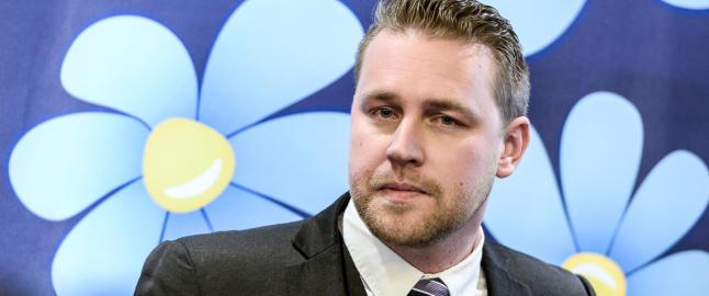 Han vil felle L�fvens regjering i Sverige