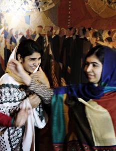 Jentene som ble glemt: Da Taliban kom inn p� skolebussen i 2012, traff kulene ogs� Kainat (17) og Shazia (16)