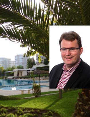 Kjell Roger (40) spanderer sydenferie p� familie som trenger det