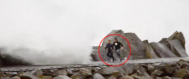 - Hadde de ikke druknet, kunne de blitt drept av � bli sl�tt ned i steinene