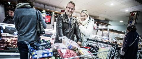 Disse harryhandlerne lar seg ikke skremme av den sterke svenske krona