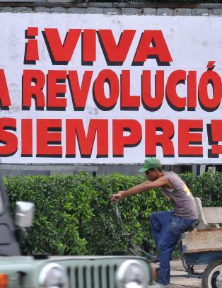 - Cuba har et politisk og �konomisk system kj�rt s� skakt det kan, og det m� endre seg