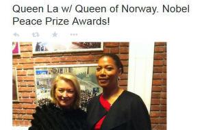 Nobel-verten la ut bilde av seg selv med ... Norges dronning?