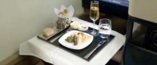 P� dette flyet f�r du eget spisebord, toalett og butler