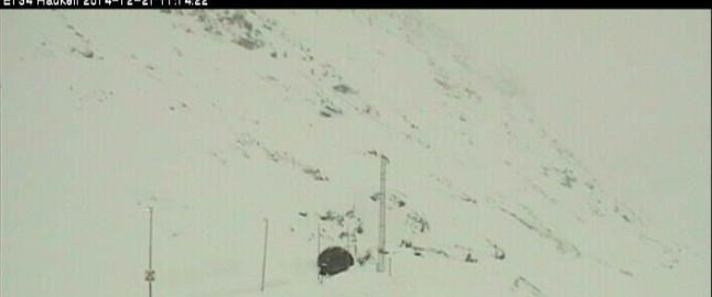 Flere sn�ras truet - �pnet veien med dynamitt