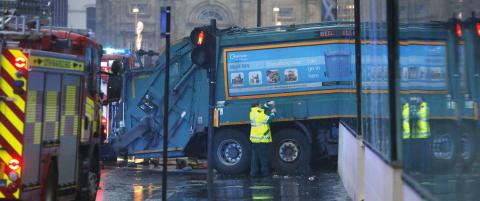 - Flere drept etter at s�ppelbil kj�rte p� fotgjengere i Glasgow