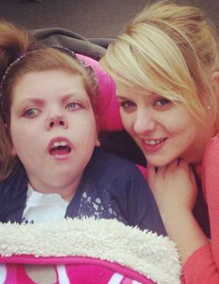 Lynda trodde aldri hun skulle se de siste bildene av sin avd�de datter Chloe (8) igjen. S� gjorde tyvene helomvending