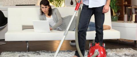 81 prosent krangler om husarbeid: Unng� vaskefella