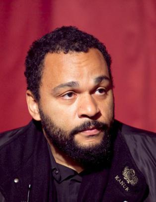 Fransk komiker fengslet etter Charlie-kommentar