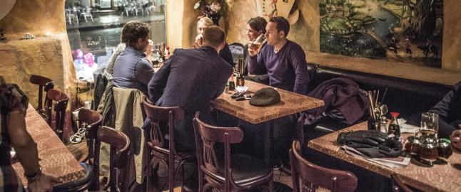 Oslos beste pho-suppe f�r du i en lakserosa grotte