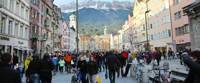 For mange er �Alpenes hovedstad� en stopp p� veien, men Innsbruck er en attraksjon i seg selv