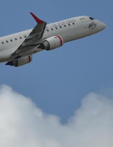 Full australier truet med � f� flyet ned p� bakken. Det ble dyrt