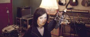 Agnes leser den f�rste norske lydboksingelpodcasten