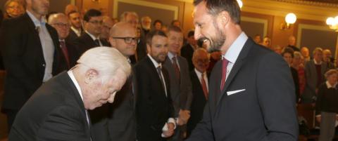 Kronprinsen og Erna markerer jubileum i Auschwitz
