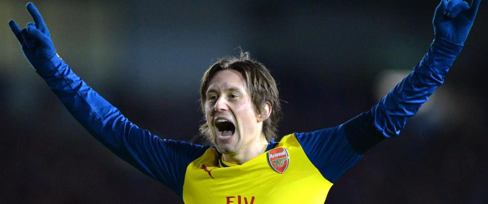 Rosicky str�lte og sendte Arsenal videre