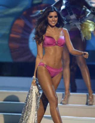 Paulina (22) er k�ret til Miss Universe
