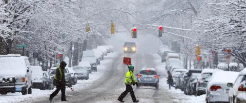 6300 sn�ploger og 126 000 tonn salt skal takle �Icezilla� i New York