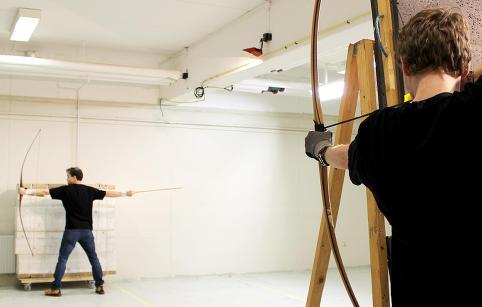 Dansk bueskytter mener Hollywood tar feil. N� f�r han internasjonal oppmerksomhet