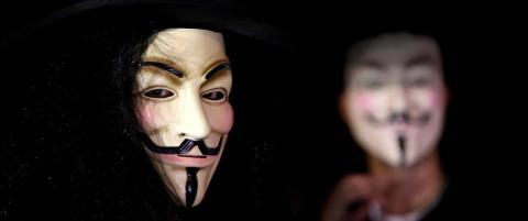 De angriper regjeringer, IS og alle andre de mener truer friheten. N� st�r pedofile og norske nynazister for tur