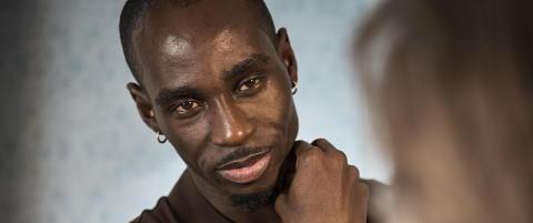 Landslaget vraket ham, men Ndure tviholder p� avtale med pyramideselskap