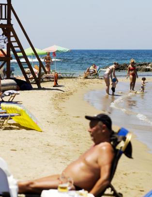 Hellas' nye statsminister g�r til krig mot all inclusive-industrien