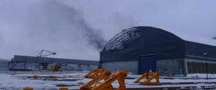 Politiet ber folk holde seg innend�rs: - Det flyr l�se gjenstander over alt i Narvik